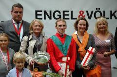 Siegerehrung mit Andrasch Starke und Gisela Schiergen. Foto: Gabriele Suhr