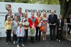 Siegerehrung mit Andrasch Starke, Gisela Schiergen, Peter M. Endres, Präsident des Düsseldorfer RV. Foto: Gabriele Suhr