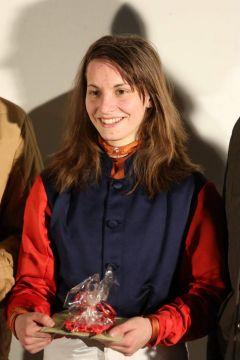Siegerehrung nach dem 1. Lauf zur Perlenkette für den Sieg von Salimera mit Lena Maria Mattes. Foto: Dr. Jens Fuchs