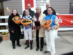 Helga von Randow (Häschen), J. Vogel, Sabrina Wandt, Frau Sieberts, A. Woeste, Paula flierman) (Foto: Gabriele Suhr)