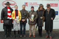 Siegerehrung mit Norbert Jakob Böhm (Vorstand), Koen Clijmans, Jens Hirschberger, Helga und Peter M. Endres (Gestüt Auenquelle). Foto: Gabriele Suhr