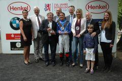 Siegerehrung mit Norbert Böhm (Vorstand Düsseldorfer RV), Trainer Andreas Trybuhl, Jockey Andreas Helfenbein. Foto Gabriele Suhr