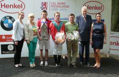 Siegerehrung mit Jockey Andrasch Starke, Trainer Peter Schiergen, Peter M. Endres vom Düsseldorfer Rennverein. Foto Gabriele Suhr