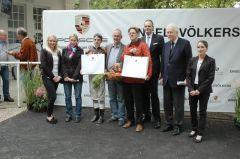 Siegerehrung mit Jockey Maxim Pecheut, Trainer Axel Kleinkorres, Rennvereinspräsident Peter M. Endres. Foto Gabriele Suhr