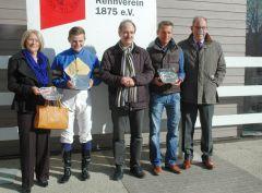 Siegerehrung mit Dennis Schiergen, Henk Grewe, Jan A. Vogel. Foto: Gabriele Suhr