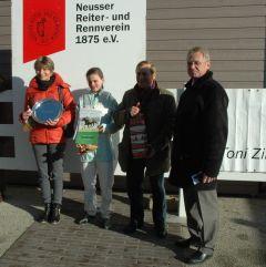 Siegerehrung mit Cecila Müller, Ertürk Kurdu und Reinhard Ording. Foto Gabriele Suhr