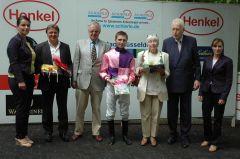 Siegerehrung mit Christian Trybuhl, Besitzerpaar Bert, Stephen Hellyn Peter M. Endres. Foto: Gabriele Suhr