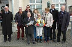Siegerehrung mit Stall alea iacta est, Mario Hofer, Steffi Hofer, Jan Schreurs. Foto: Gabriele Suhr