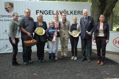 Siegerehrung mit Besitzer Stall Schwarzer Herzog, Steffi Hofer, Lena Gödde Christoph Holschbach, Peter M. Endres. Foto Gabriele Suhr