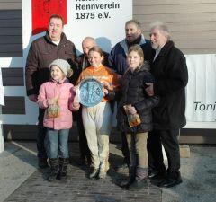 Siegerehrung mit Besitzergemeinschaft Stall Kurzer Kopf, Alexandra Vilmar, Hans-Georg Rotering, Peter Ritter Vorstand Neusser RV. Foto Gabriele Suhr