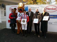 Siegerehrung mit Jockey Fernando Guanti und Rennvereinspräsident Peter M. Endres (Foto G. Suhr)