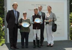 Siegerehrung mit Benedikt Fassbender, Kerstin Heitz, Adrie de Vries, Sarka Schütz. Foto Gabriele Suhr