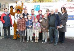 Siegerehrung mit Trainer Waldemar Hickst, Jockey Alexander Pietsch und Besitzergemeinschaft W. Bartel u.a. (Foto G. Suhr)
