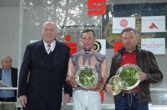 siegerehrung mit RV Präsiden Hans Martin Schlebusch, Jockey Alexander Pietsch, Trainer Waldemar Hickst. Foto Gabriele Suhr