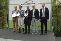 Siegerehrung mit Gebhard Apelt, Adrie de Vries, Jean-Pierre Carvalho, Rennvereinspräsident Eckhard Sauren. Foto Gabriele Suhr