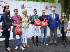 Siegerehrung mit Gisela Remmert, Alex Pietsch, Waldemar Hickst. Foto: G. Suhr