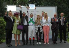 Siegerehrung mit Gestüt Görlsdorf, Markus Klug, Andreas Helfenbein, Eckhard Sauren. Foto Gabriele Suhr