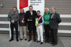 Siegerehrung mit Holger Faust, Andreas Wöhler, Bruno Faust, Andrea Atzeni, Frau Faust, Peter Ritters. Foto Gabriele Suhr