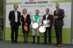 Siegerehrung mit Benedikt Fassbender, Stephyn Hellyn, Terry Hellier, Ferdinand Alexander Leisten. Foto: Gabriele Suhr