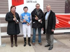 Siegerehrung www.RaceBets.com-Rennen (J. Verheyen, J. Erdenebileg, R. Ording) (Foto: Gabriele Suhr)