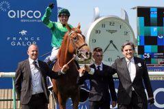 Der Derby-Sieger Sottsass, rechts Besitzer Peter Brant. www.galoppfoto.de - Sandra Scherning