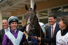 Für Jockey David Probert ist der Sieg mit Highland Knight im Darley Oettingen-Rennen zugleich der erste Gruppetreffer seiner Karriere. www.galoppfoto.de - Sarah Bauer