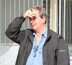 Trainer Jean Claude Rouget hält Ausschau nach aussichtsreichen Pferden bei der BBAG-Jährlingsauktion 2009. www.galoppfoto.de