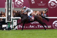 Fünf Längen vor dem Feld: Treve mit Thierry Jarnet sind die souveränen Sieger im Prix de l'Arc de Triomphe. www.galoppfoto.de - Frank Sorge
