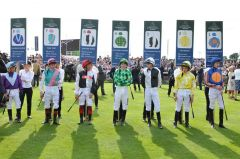 Die zweibeinigen Hauptakteure vor dem Juddmonte International, Gr. I in York. Foto John James Clark