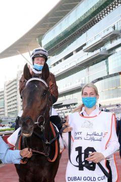 Walderbe mit Mickaelle Michel im Sattel und seiner Betreuerin  Verena Epple nach seinem 2. Platz im Dubai Gold Cup. ©galoppfoto - Frank Sorge