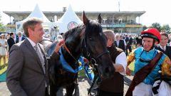 Weltstar mit Trainer Markus Klug und Jockey Adrie de Vries nach dem IDEE 149. Deutschen Derby im Absattelring. www.galoppfoto.de - Frank Sorge