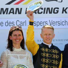 Melanie Sauer und Filip Minarik bei der Siegerehrung (Foto: Dr. Jens Fuchs)