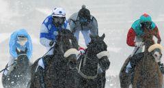 Winterwind (2. v. l.) mit Georg Bocskai im Sattel war der Überraschungssieger beim Hauptereignis des diesjährigen White Turf-Meetings in St. Moritz. swiss-image.ch - Photo by Andy Mettler