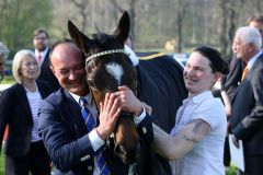 Freude über den Gruppesieger Wonnemond: Trainer Sascha Smrczek und Betreuerin Michele Klitzsch. Foto: Dr. Jens Fuchs