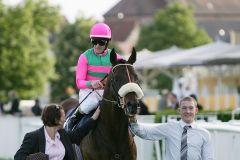 Erster Gruppe-Sieg für Weltklassejockey Mirco Demuro mit Worthadd in der Badener Meile. www.galoppfoto.de - Bauer