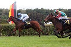 Zweiter Tagessieg für die bulgarischen Besitzer vom Kalimantzi Stud und Jockey Pascal Jonathan Werning - hier mit der dreijährigen Avon Power. www.galoppfoto.de - Sabine Brose
