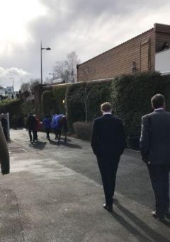 Kein Blick zurück: Cue Card verlässt zum letzten Mal Cheltenham. Foto: Nack