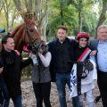 No Limit Credit mit Maxim Pecheur, Trainer Andreas Suborics (Zweiter von links), Holger Faust und Besitzer Bruno Faust. www.galoppfoto.de - Stephanie Gruttmann