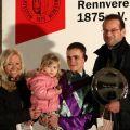 Siegerehrung nach dem Sieg von Patanos im Preis von Tarbes in Neuss mit Rene Piechulek für Besitzertrainer Christian Peterschmitt. Foto: Dr. Jens Fuchs