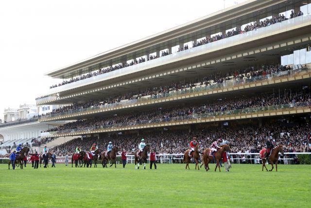 """Longchamp liegt in der """"roten Zone"""" - deshalb gibt es dort vorerst keine Rennen. www.galoppfoto.de"""
