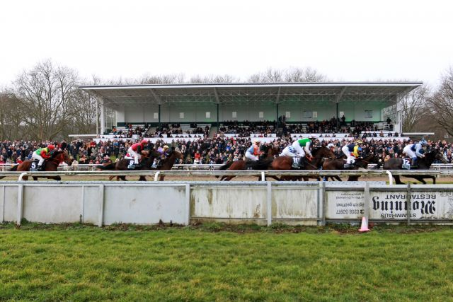 Large crowds at the track: Boxing Day at Mülheim, but the industry is shrinking. www.galoppfoto.de - Stephanie Gruttmann