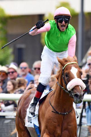 Andrasch Starke, winning his 8. German Derby on Sisfahan. www.galoppfoto.de