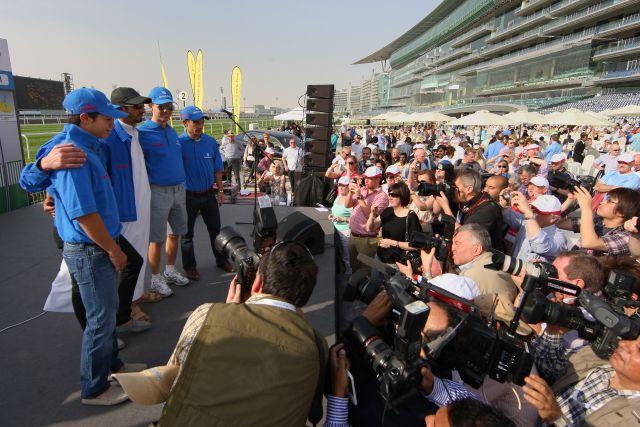 Das Godolphin-Team präsentiert sich vor dem Dubai World-Cup. www.galoppfoto.de