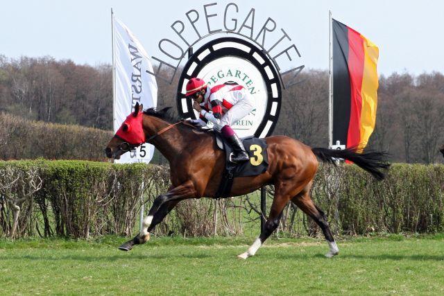 Technokrat mit Johan Victoire im Sattel gewinnt das Hoppegartener Listenrennen Foto: www.galoppfoto.de - Frank Sorge