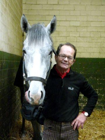 Das beste Pferd im Stall - Lutz Mäder mit Se Gray. Foto: Karina Strübbe