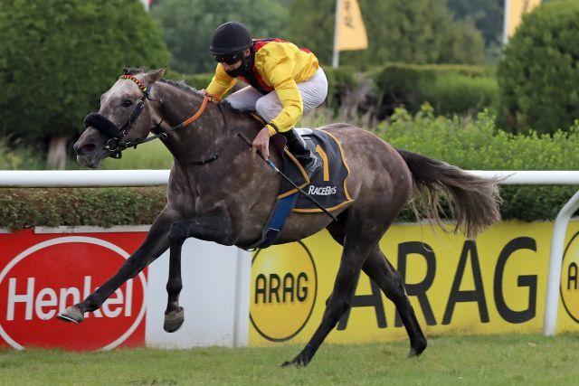Adrian gewinnt mit Andrasch Starke das Racebets.de - Derby-Trial. www.galoppfoto.de - Stephanie Gruttmann