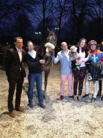 Alexandre schafft den ersten Sieg für den Stall Arnold und Trainer Henk Grewe. www.dequia.de