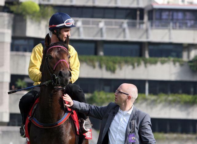 Hong Kong im vergangenen Jahr: Feuerblitz und sein Trainer Michael Figge. www.galoppfoto.de - Frank Sorge