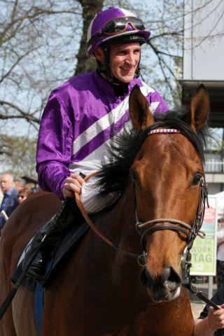 Andrasch Starke auf Stall Nizzas Nutan, seinem Derbyritt. www.galoppfoto.de - Sandra Scherning