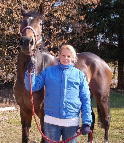 Trainerin Yasmin Almenräder mit ihrer Erfolgsstute War Bride. www.muelheim-galopp.de - Redaktion MSPW